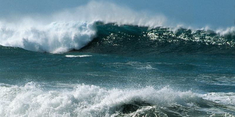 Nahaufnahme von Wellen im Meer