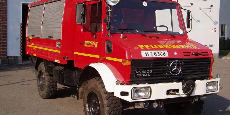 Seitenaufnahme eines Feuerwehrautos aus Wuppertal