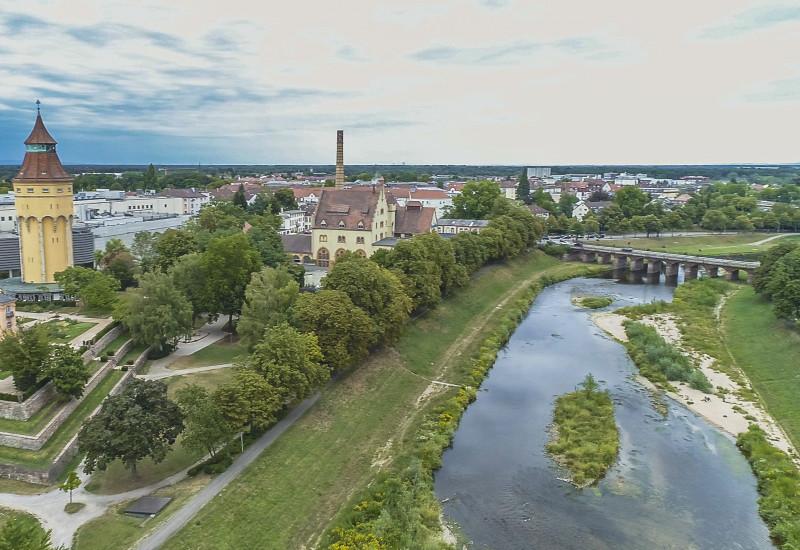 Luftbild der renaturierten Murg im Stadtgebiet Rastatt in der Nähe der Franzbrücke.