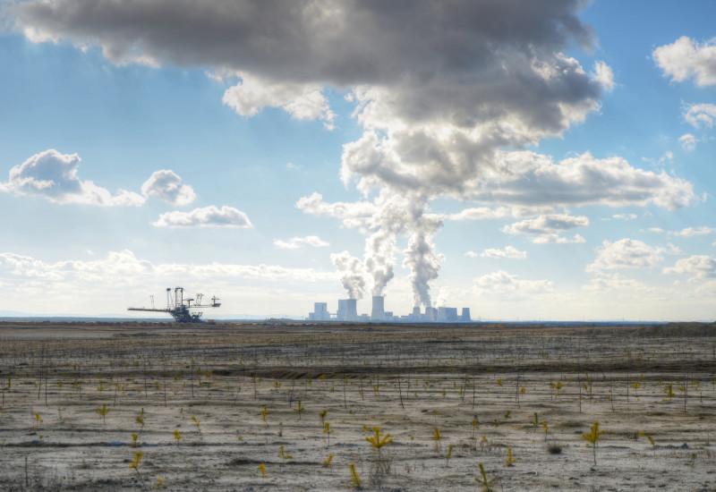 Tagebau mit Kraftwerk