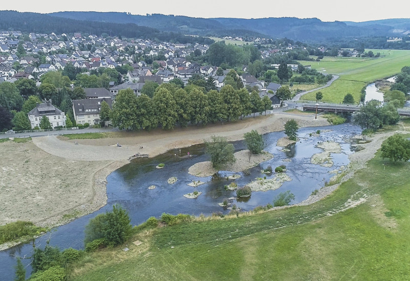 Naturnahes Ufer der Ruhr in der Kleinstatdt Oeventrop (2018)