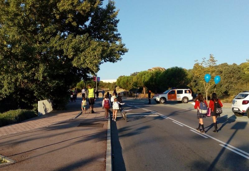 Kinder auf einer autofreien Straße