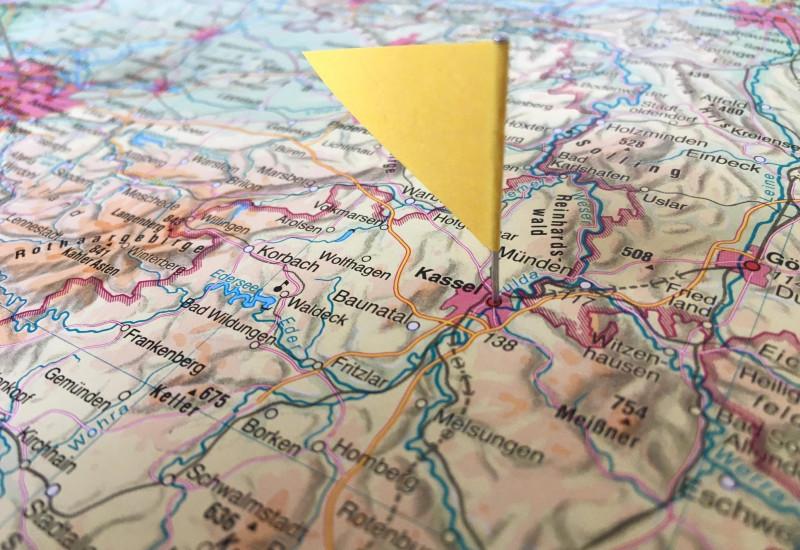 Fähnchen steckt in Karte von Kassel