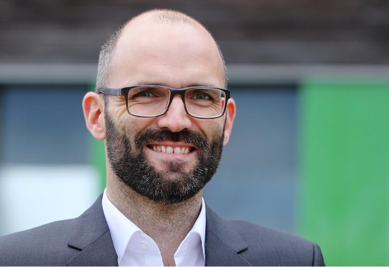 Portraitfoto des neuen Pressesprechers Felix Poetschke