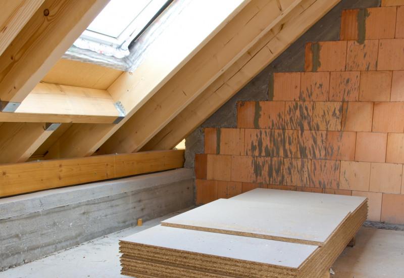 Ein Dachgeschoss wird ausgebaut.