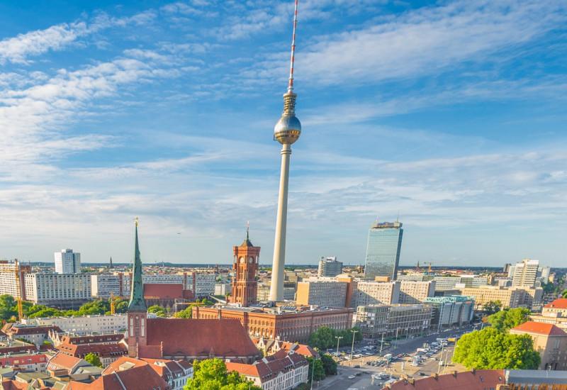 Berlin von oben mit Fernsehturm und Rotem Rathaus