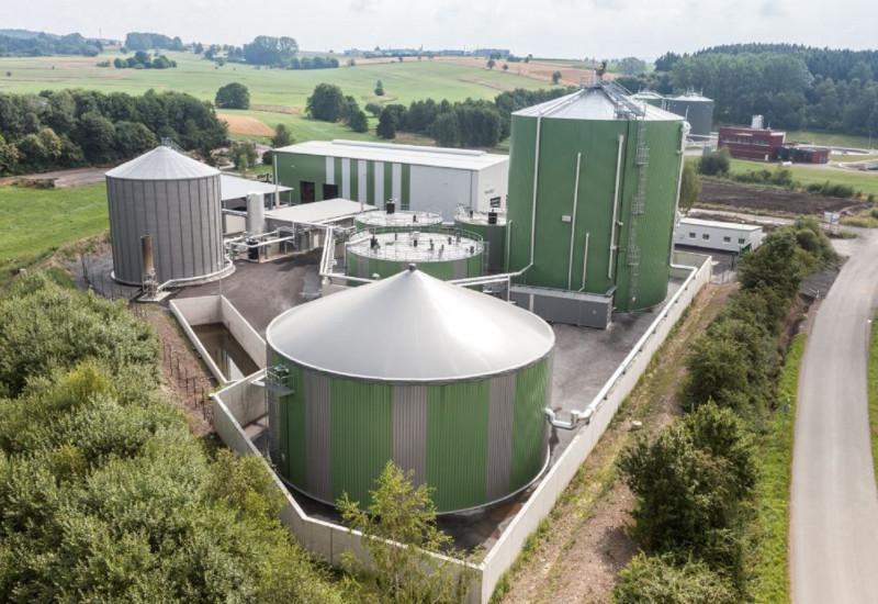 Biogasanlage von schräg oben fotografiert