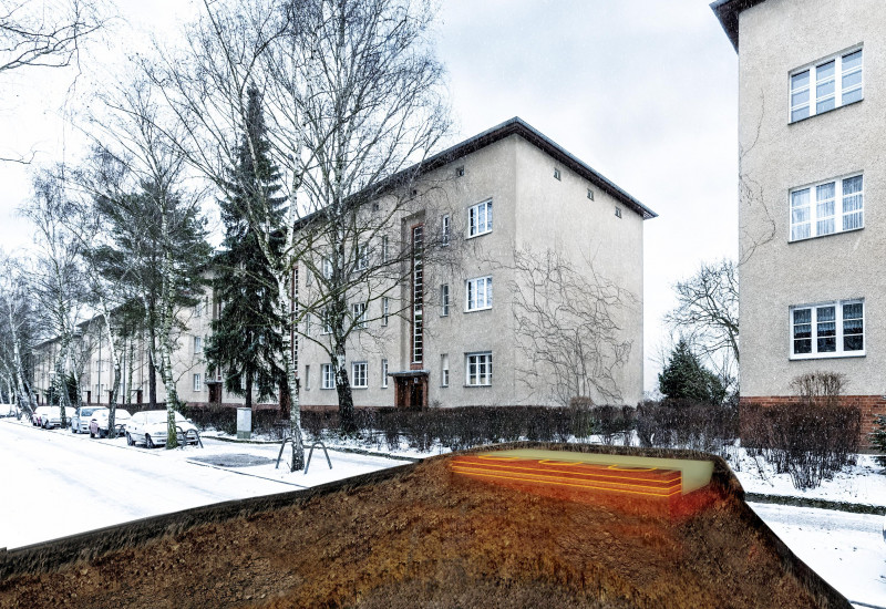 dreistöckige Wohngebäude an einer Straße, als Fotomontage ist im Boden ein orange glühender Kasten eingezeichnet