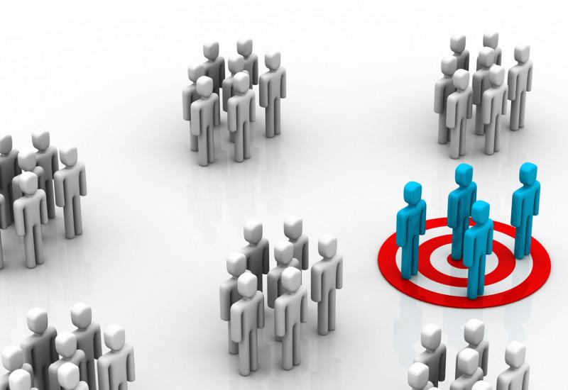 stilisierte Darstellung mehrerer kleinen Menschengruppen, von der eine farbig hervorgehoben ist