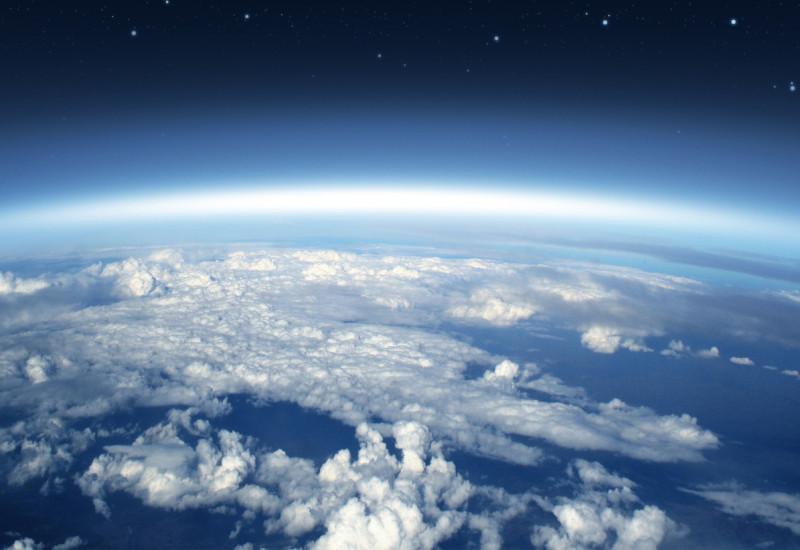 Blick auf den Planet Erde mit seiner Atmosphäre