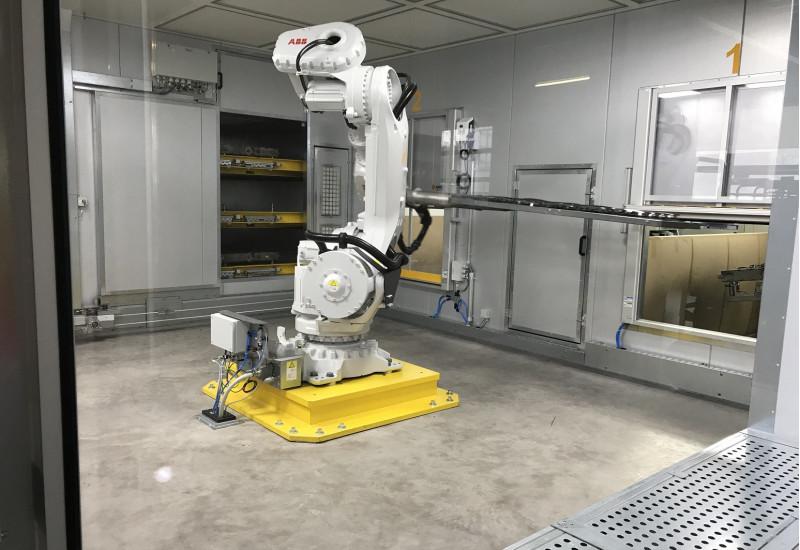 Industrieroboter in einer Kammer