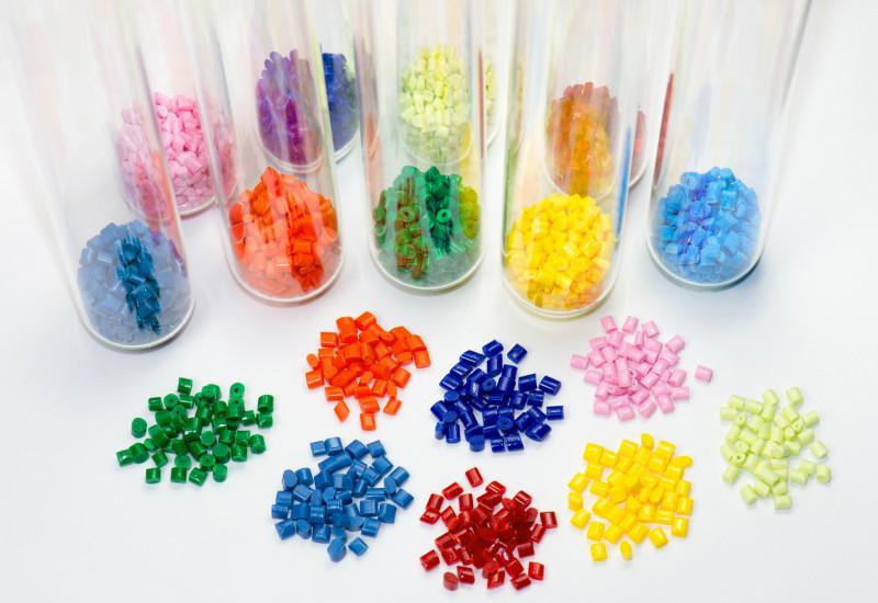 Verschiedenfarbige Kunststoffgranulate