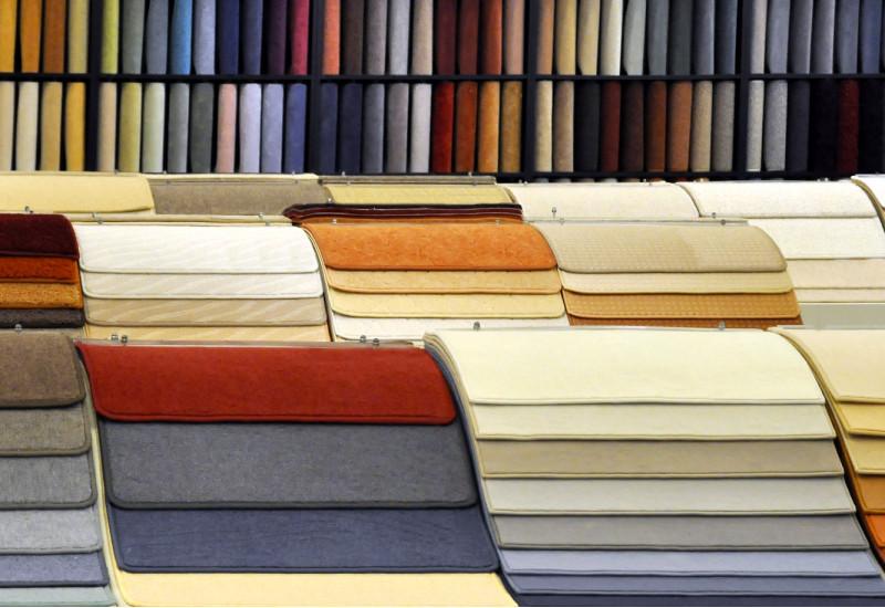 verschiedene Teppich-Muster in einem Geschäft