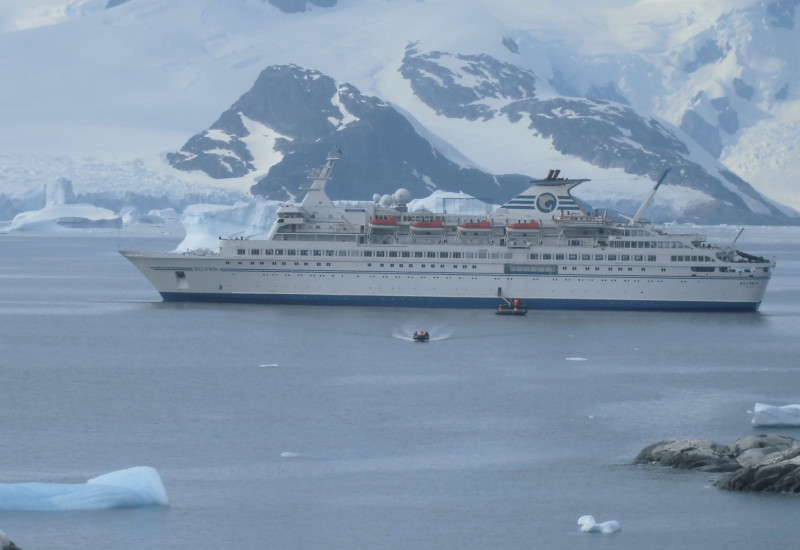 Passagierschiff in der Antarktis