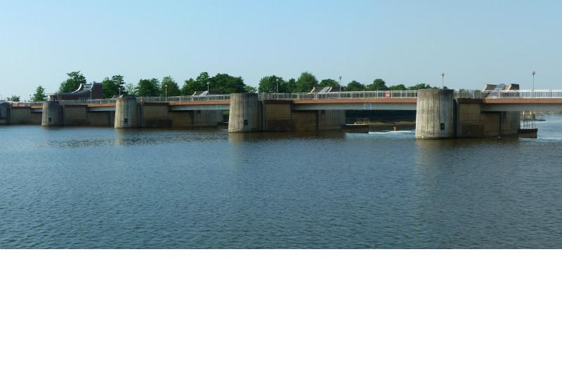 Panoramaaufnahme eines Wasserkraftwerks