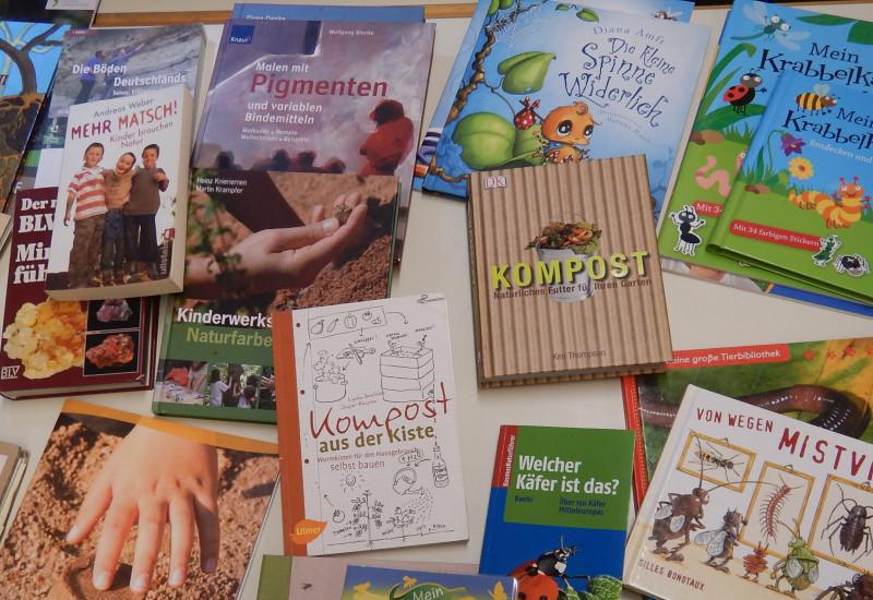 Auswahl von Literatur- und Arbeitsanregungen zu den Themen Bodenmaterial, Bodenleben und Bodenfarben