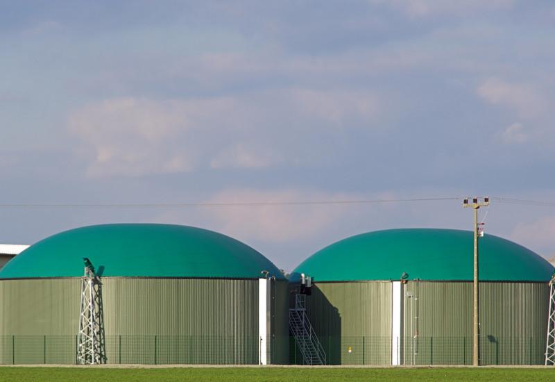 Biogasanlge mit grüner Folie