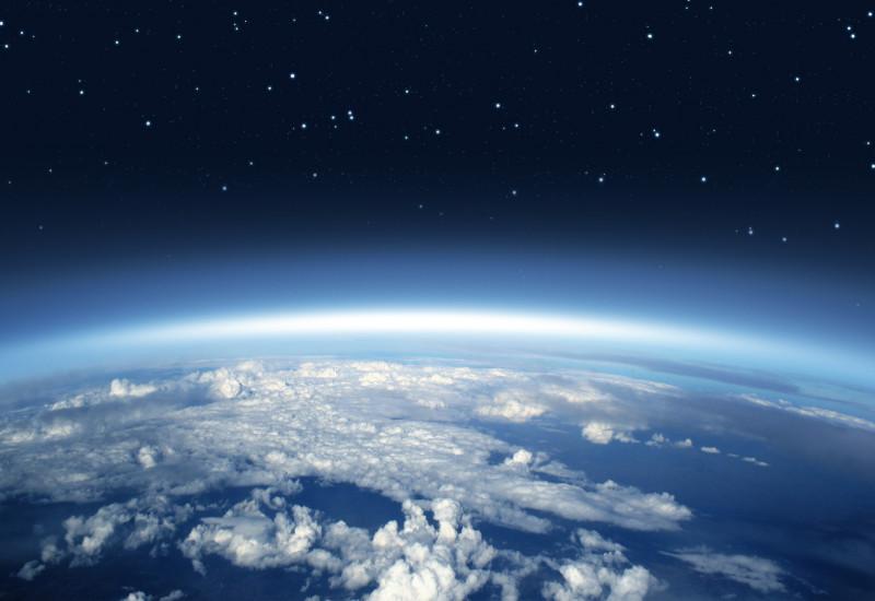 Erdkugel mit Atmosphäre