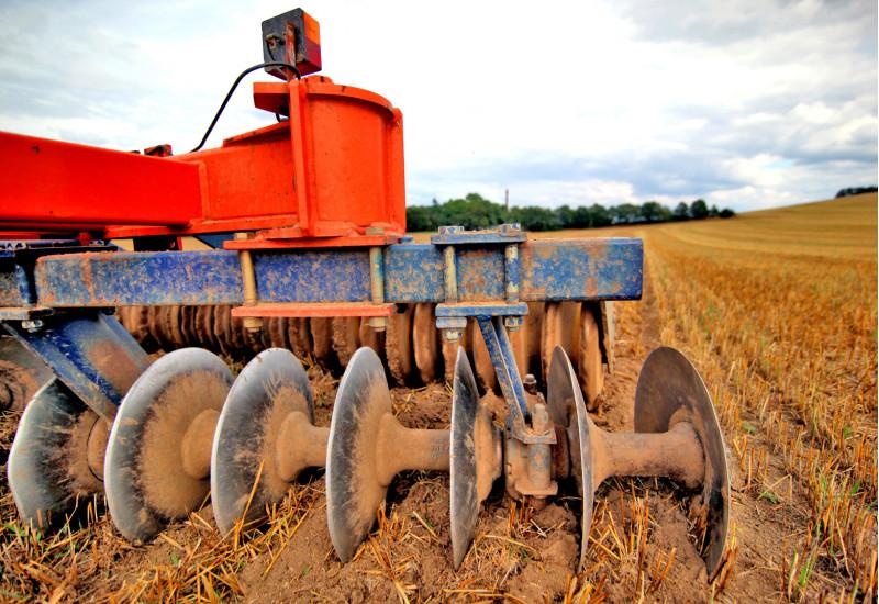Bodenbearbeitung mit Landmaschine