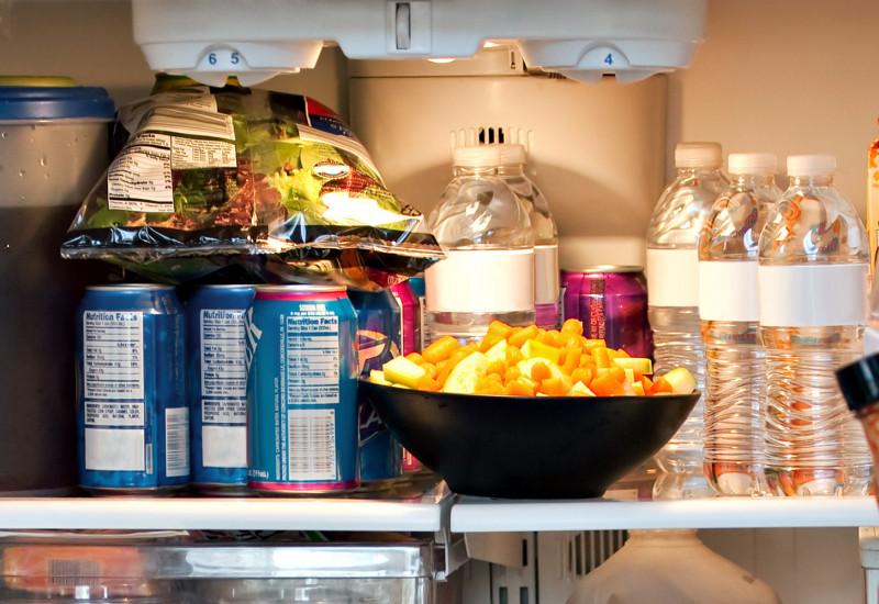 Vollgestopfter Kühlschrank