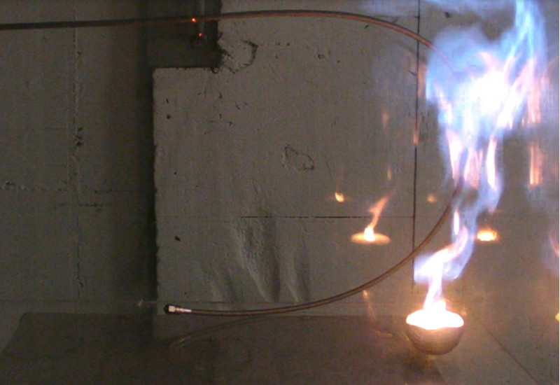 The photo shows that the fluorinated refrigerant 1234yf burned during the laboratory test.