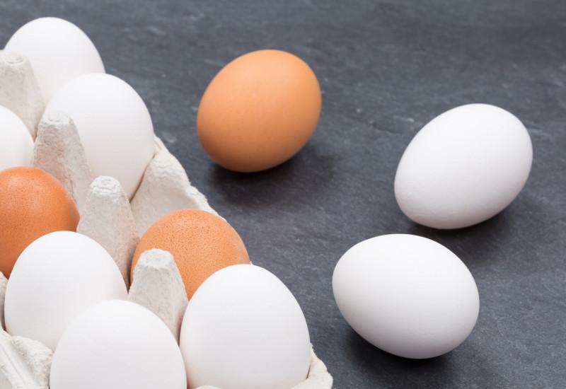 Eine Schachtel mit Eiern.
