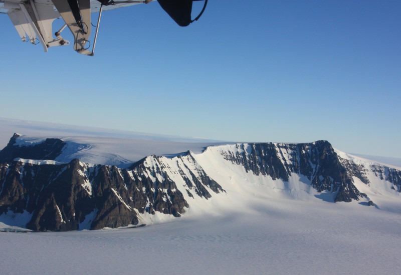 View from aircraft to Königin-Maud-Land in Alaska.
