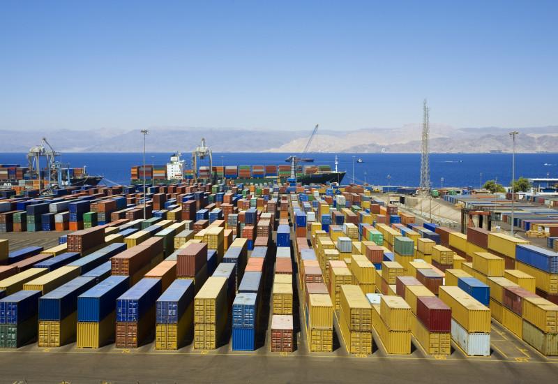 Container-Terminal am Hafen