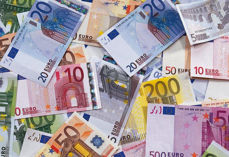 unterschiedliche Euroscheine auf einem Haufen