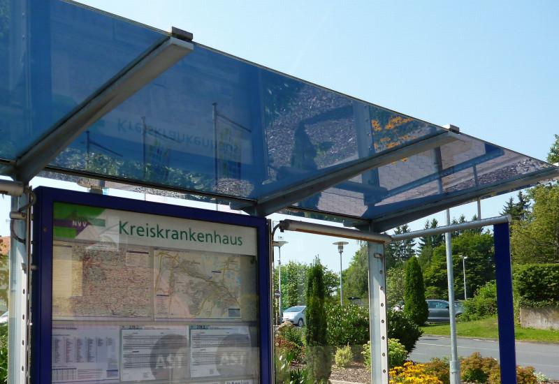 Überdachte Bushaltestelle