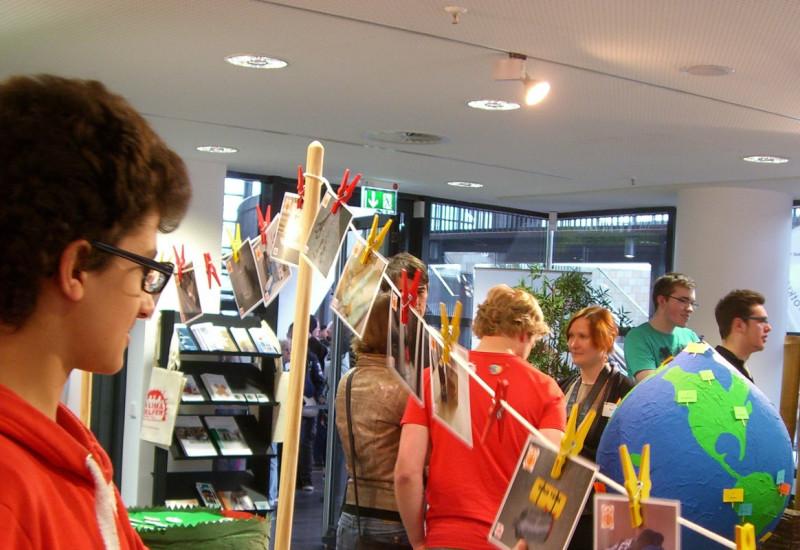 Publikum in der Ausstellung zur Anpassung an den Klimawandel.