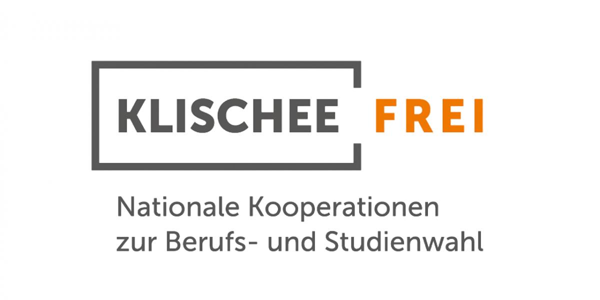 """Logo: Grau umrandet ein grauer Schriftzug """"Klischee"""", die Umrandung ist an der rechten Seite offen und es schließt sich in orange das Wort """"Frei"""" an. Darunter der Schriftzug: Nationale Kooperationen zur Berufs- und Studienwahl"""