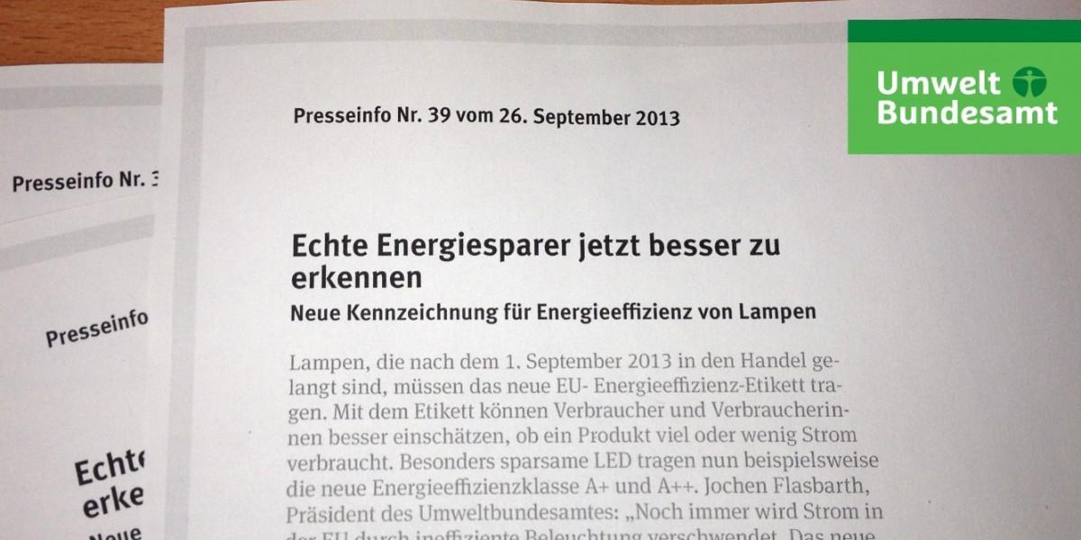Drei Presseinformationen des Umweltbundesamtes liegen ausgedruckt auf einem Tisch